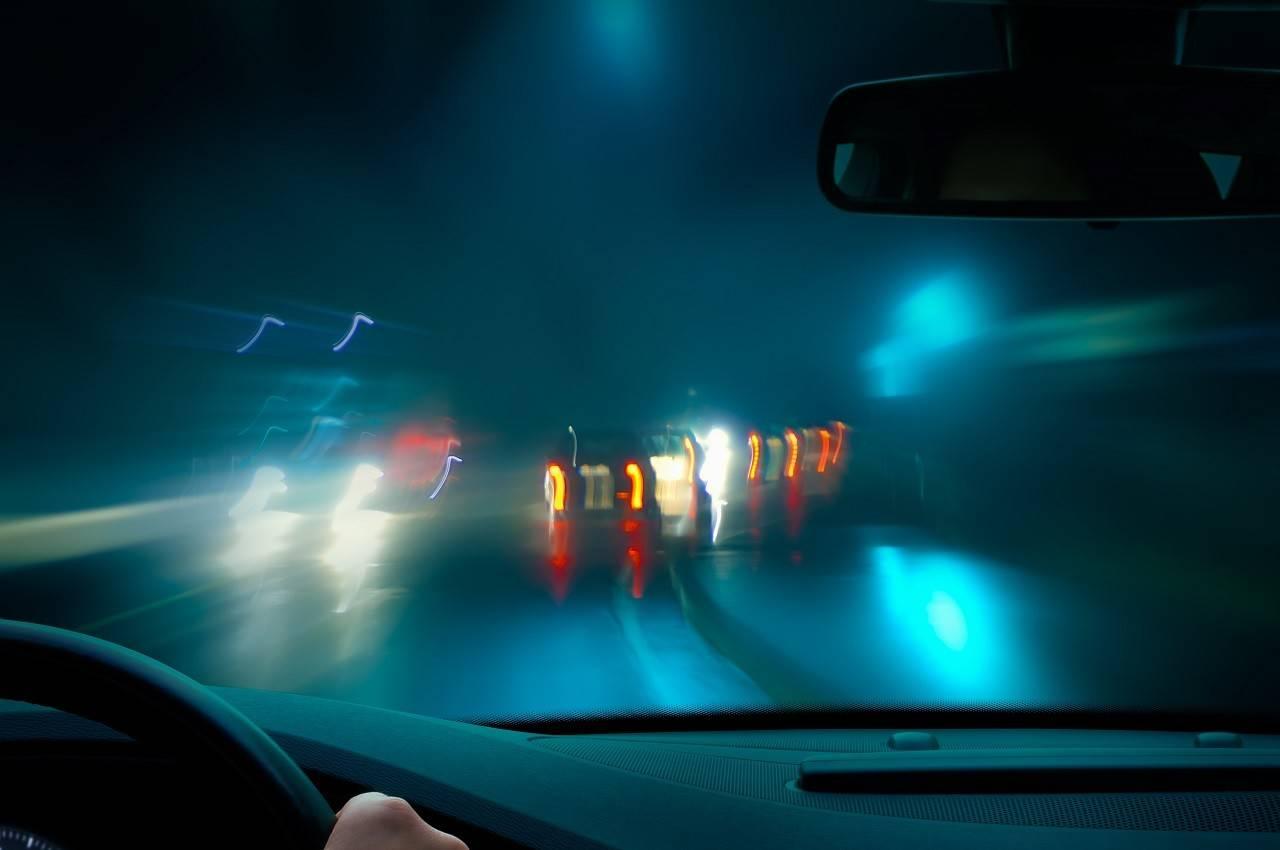 rossz fényviszonyok vezetés