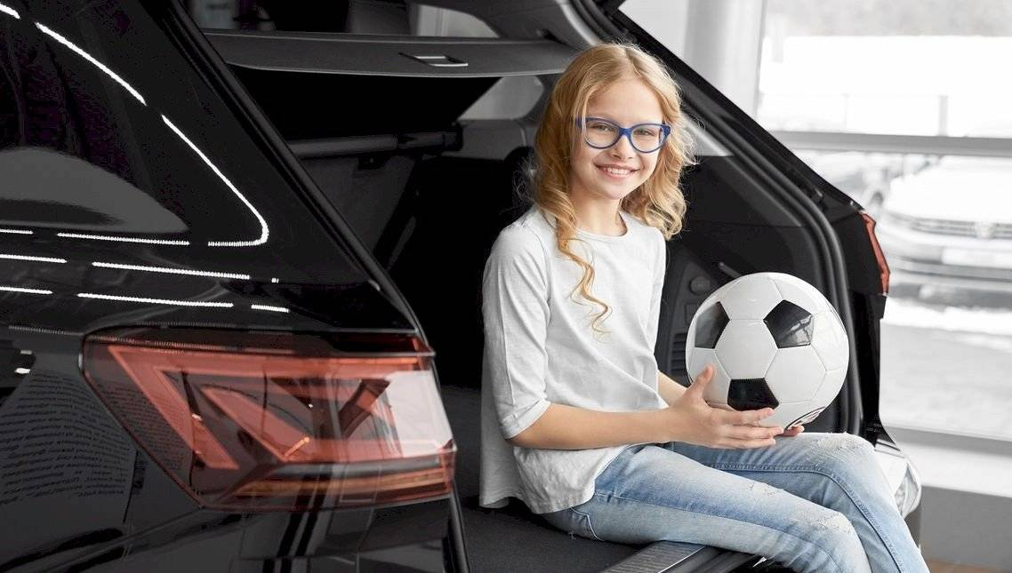 szemüveges lány foci