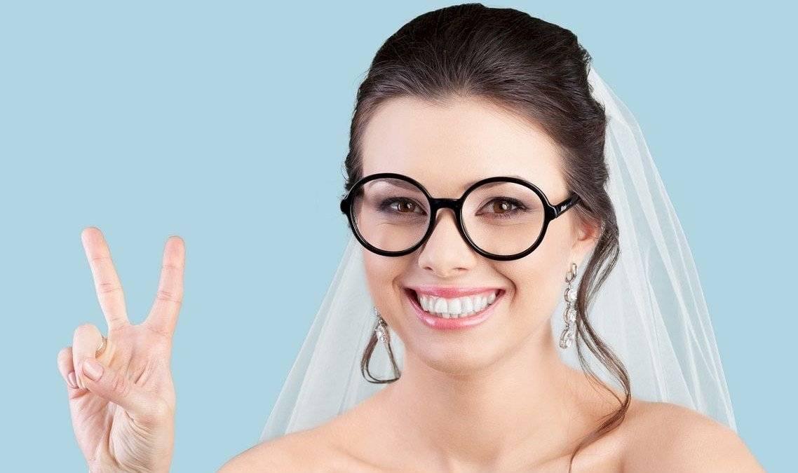szemüveges menyasszony